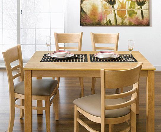 Bộ bàn ăn 4 ghế IBIE Ulsan màu tự nhiên giảm 50%, còn 2,49 triệu đồng gồm: một bàn và 4 ghế, kích thước vừa đủ để không chiếm quá nhiều diện tích của phòng ăn. Chỉ cần một góc nhỏ với bộ bàn ăn, bạn đã có một bữa cơm gia đình đầm ấm. Thiết kế mang phong cách Hàn quốc, phù hợp với căn hộ chung cư, đặc biệt là các gia đình trẻ.