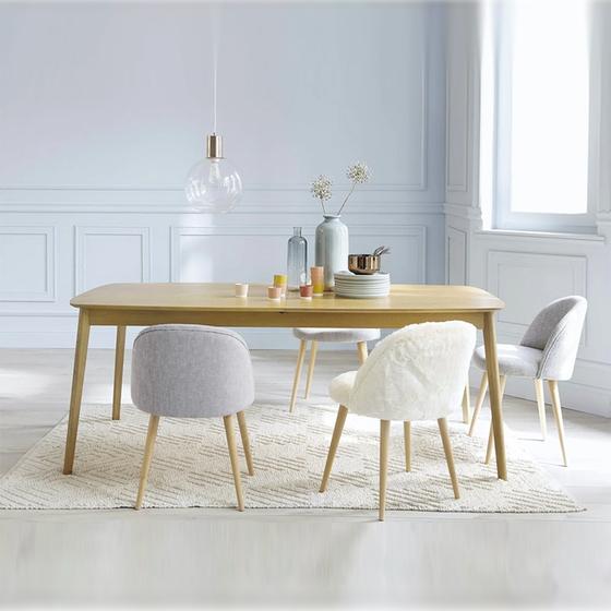 Bàn ăn chữ nhật Portobello phong cách Vintage gỗ tự nhiên giảm 45% còn 3,79 triệu đồng; thiết kế đơn giản và cổ điển, dễ dàng phối hợp với các đồ nội thất khác trong nhà. Vẻ ngoài thanh mảnh, màu sắc nhẹ nhàng khiến bàn trở nên cuốn hút, tạo thành điểm nhấn nổi bật trong phòng ăn. Kết hợp bàn với những chiếc ghế xinh xắn, màu sắc khác nhau là bạn có được một bộ bàn ăn đẹp cho những bữa ăn vui vẻ bên người thân.