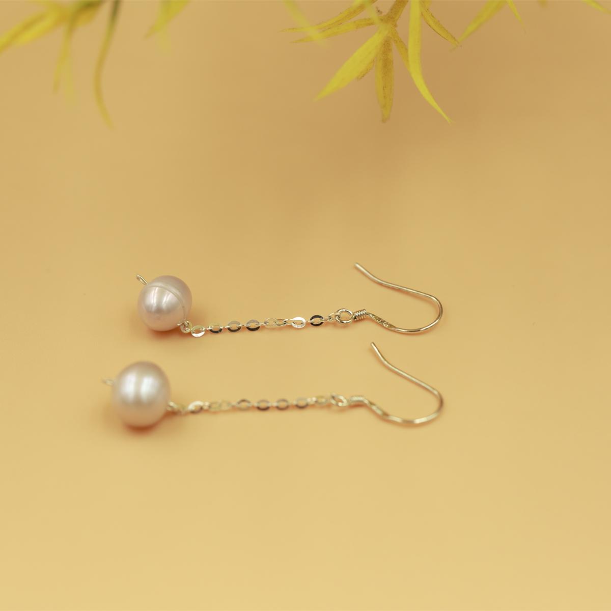 Hoa tai bạc kết hợp ngọc trai Opal - E1 giá gốc 350.000 đồng; chất liệu bạc 925 kết hợp ngọc trai trắng.