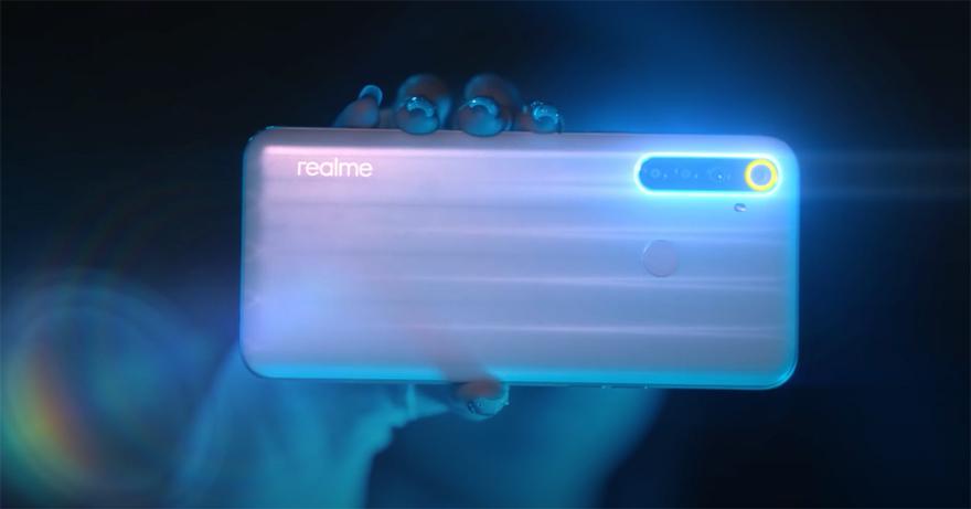 Bước vào không gian Heart Room bí ẩn, Amee bị thu hút bởi khối phát sáng ở chế độ khoá, đang chờ người khám phá. Cô nàng nhanh trí dùng bộ 4 camera sau 48MP của chiếc Realme 6i như chiếc chìa khoá mở chiếc hộp bí ẩn để bước vào thế giới trò chơi Ai là triệu phúmột cách ấn tượng.