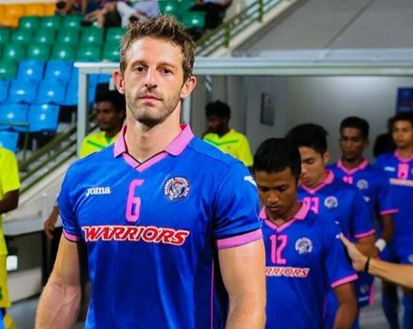 Cựu cầu thủ Anh Thomas Beattie thi đấu cho CLB Warriors của Singapore những năm cuối sự nghiệp. Ảnh: The Sun.