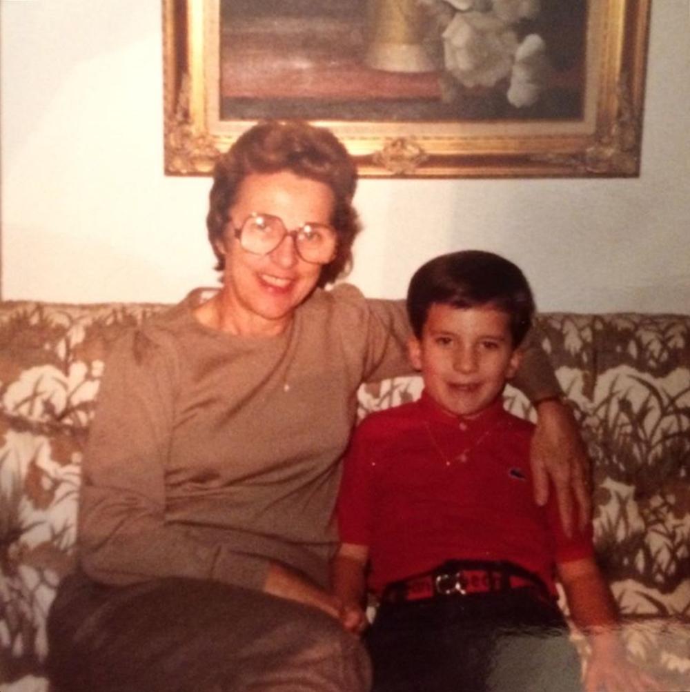 Cappelloni chia sẻ ảnh thời thơ ấu bên bà.