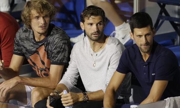 Dimitrov (giữa) bênAlex Zverev và Djokovic tại Belgrade tuần trước khi tham dự Adria Tour. Ảnh: EPA.