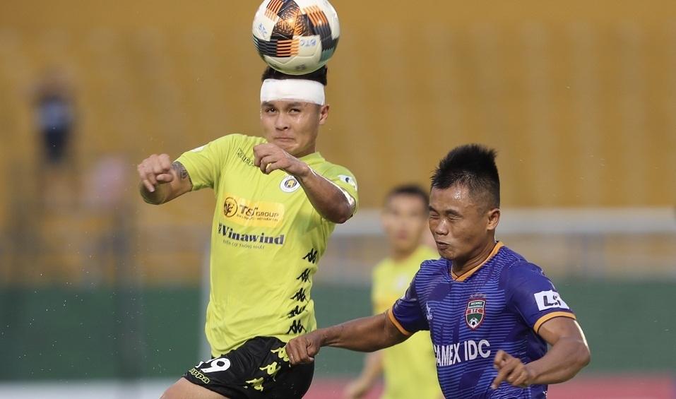 Quang Hải thi đấu trong trận Bình Dương - Hà Nội, chiều 24/6.