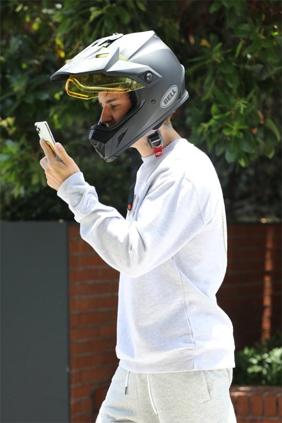 Justin nổi tiếng là người yêu vợ. Anh thường xuyên thổ lộ tình cảm dành cho bà xã xinh đẹp trên Instagram.