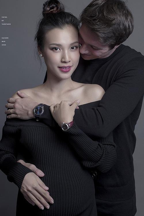 Hoàng Oanh sắp đón con trai đầu lòng.