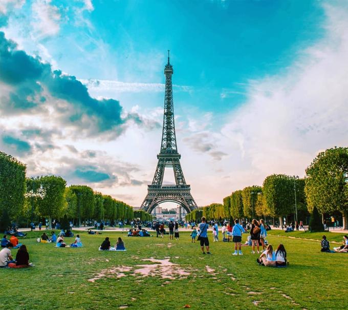 Tháp Eiffel mở cửa trở lại sau 3 tháng đóng cửa