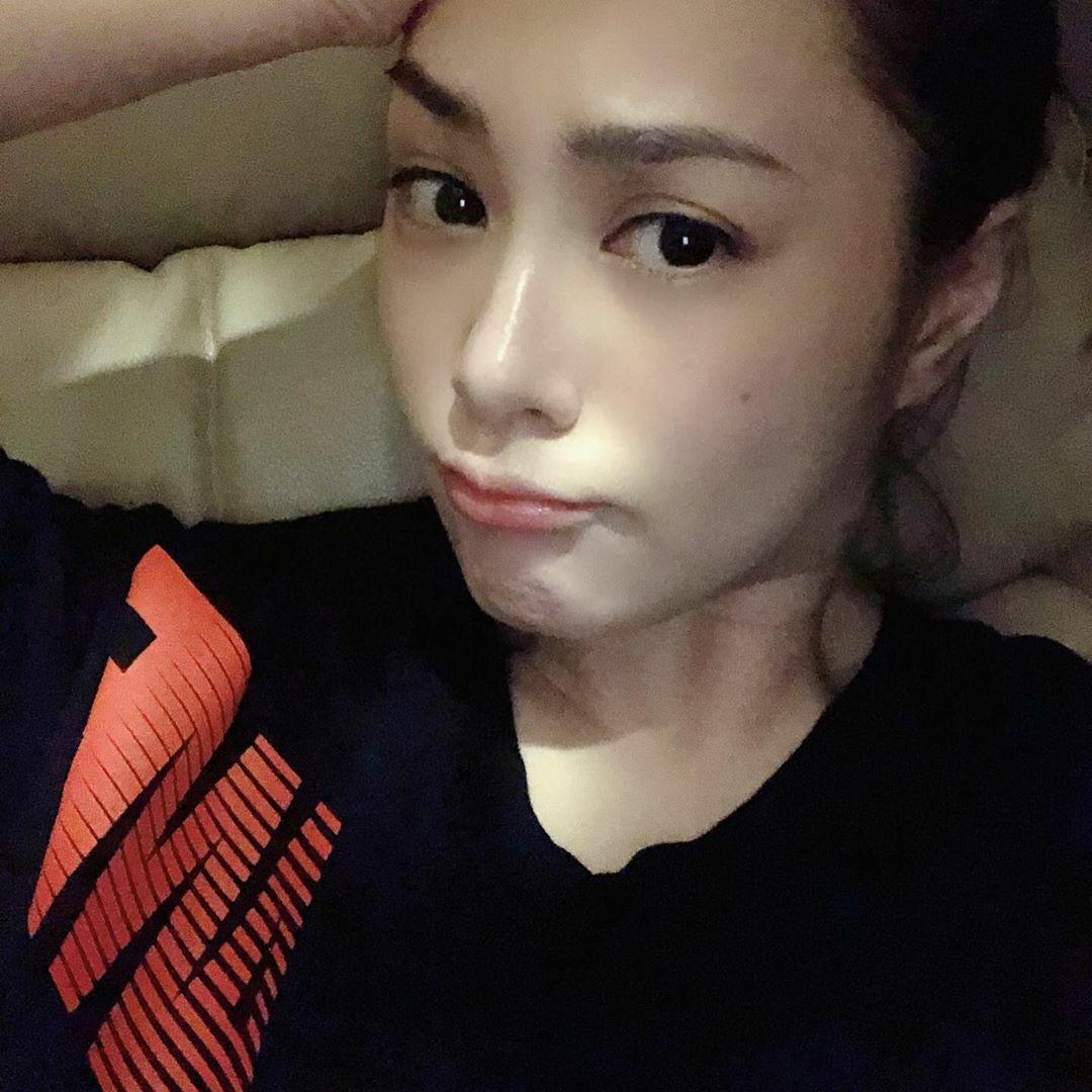 Người đẹp sinh năm 1981 nhiefu lần khoe mặt mộc láng mịn, không có dấu hiêu lão hóa.