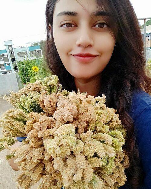 Rachana Ronanki, 23 tuổi, sống tại thành phố nhỏ nhưng xinh đẹp ở Ấn Độ - Vizag. Cô tốt nghiệp ngành công nghệ sinh học và từng đi làm trước khi quyết định nghỉ ở nhà theo đuổi niềm đam mê trở thành nông dân sân thượng.