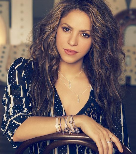 Nữ ca sĩ Shakira - bạn gái trung vệ Barca Gerard Pique - đứng đầu danh sách với 67,2 triệu người theo dõi. Trước khi là một nửa của chàng cầu thủ điển trai, giọng ca bốc lửa người Colombia đã rất nổi tiếng và thu hút lượng lớn fan, không cần dựa hơi bạn trai trẻ tuổi.