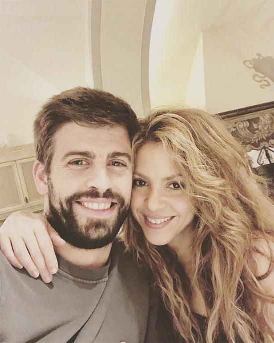 Pique và Shakira có cùng ngày sinh nhật là 2/2 nhưng nàng hơn chàng 10 tuổi.