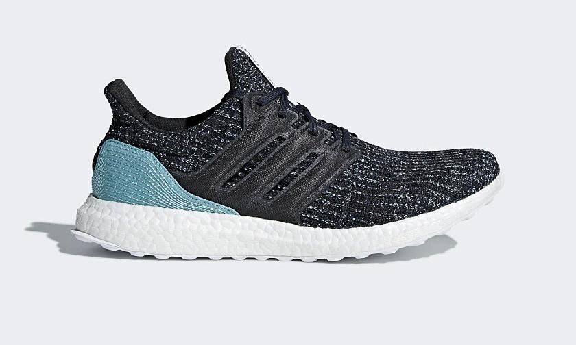 Giày thể thaoAdidas UltraBoost Parley CG3673thuộc dòngUltra Boost - dòng sản phẩm được Adidas khẳng địnhlà tốt nhất họ từng sản xuất trong suốt 70 năm qua. Phần trên giàyứng dụng công nghệ dệt PrimeKnit, dễ dàng điều chỉnh theo chuyển động của chân, đem lại sự thoải mái cho người sử dụng. Bộ đệm Boost với hàng ngàn viên nang năng lượng cùng đế giày được thiết kế theo dạng lưới gồm những gai tròn đanxen nhau, hỗ trợkhả năng hoàn trả năng lượng đồng thờităng thêm vẻ ngoài khỏe khoắncho đôi giày. Đế giày sử dụng cao su continental - cùng loại với lốp xe đua F1 giúp giày luôn bám đường và chống mài mòn tối đa. Vừa là một đôi giày chạy bộ, Ultra Boost vừa là một đôi sneaker dễ phối trang phục. Sản phẩm có các size từ 40 đến 44, đang được bán giá ưu đãi 44% là 2,97 triệu đồng.