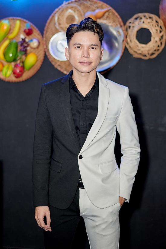 Hoàng Tôn hiếm khi xuất hiện nhưng nhận lời làm ca sĩ khách mời của đêm nhạc.
