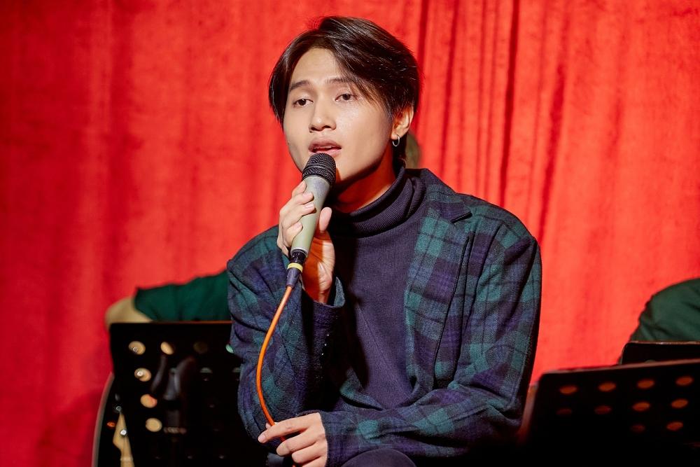 Nguyễn Trọng Tài hát Tình về nơi đâu. Anh được khán giả biết đến với vai trò sáng tác ca khúc Hongkong1 - từng gây bão giữa năm 2018.