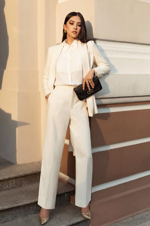 Hoa hậu Đỗ Mỹ Linh, Tiểu Vy đọ street style - 2