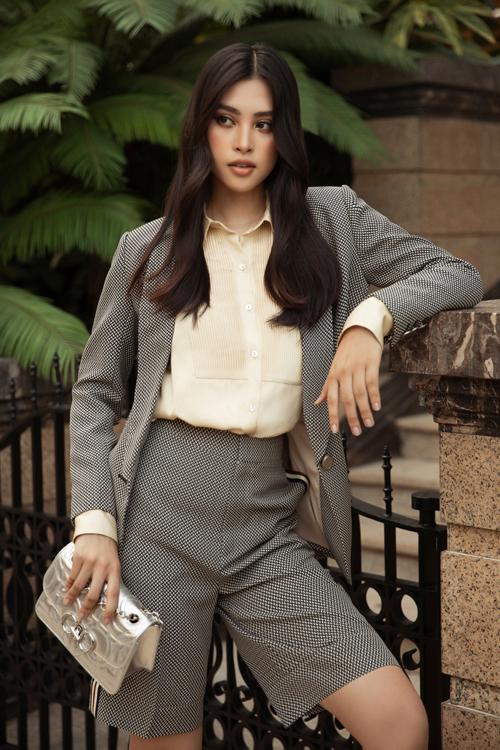 Hoa hậu Đỗ Mỹ Linh, Tiểu Vy đọ street style - 4