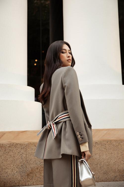 Hoa hậu Đỗ Mỹ Linh, Tiểu Vy đọ street style - 6