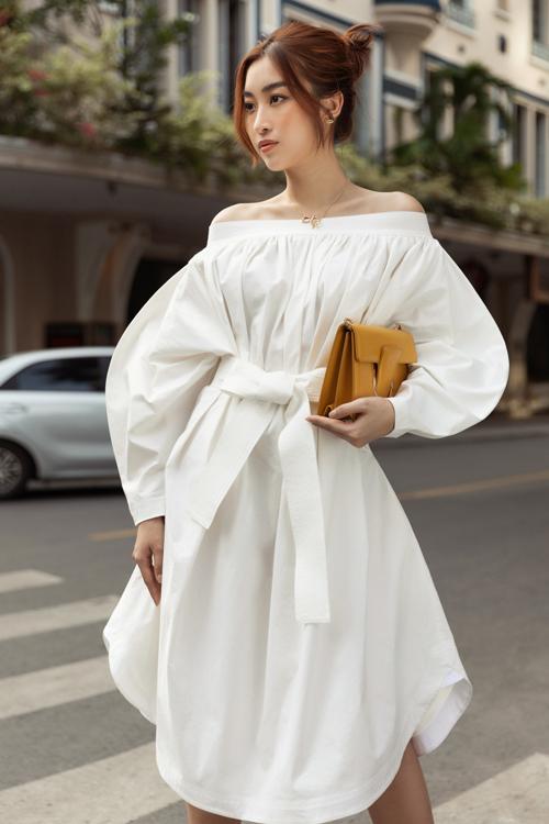 Hoa hậu Đỗ Mỹ Linh, Tiểu Vy đọ street style - 14