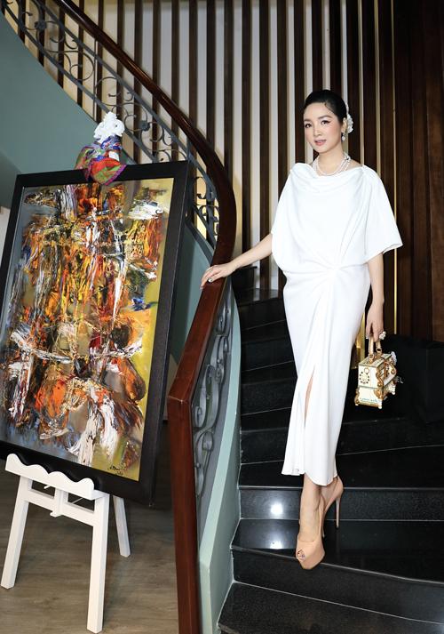 Váy áo đi uống trà chiều của Hoa hậu Đền Hùng - Giáng My cũng sang chảnh không kém dòng trang phục tiệc tùng.