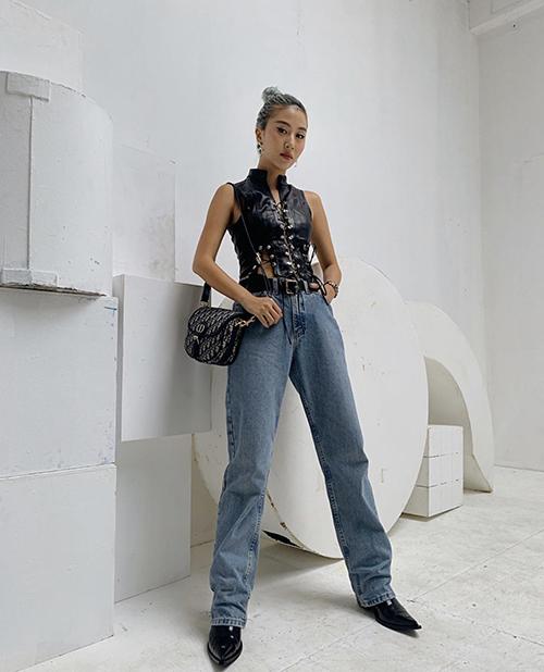 Lối ăn mặc phá cách luôn được Quỳnh Anh Shyn theo đuổi và giúp mình tạo nên điểm nhấn riêng biệt khi mix đồ street style.