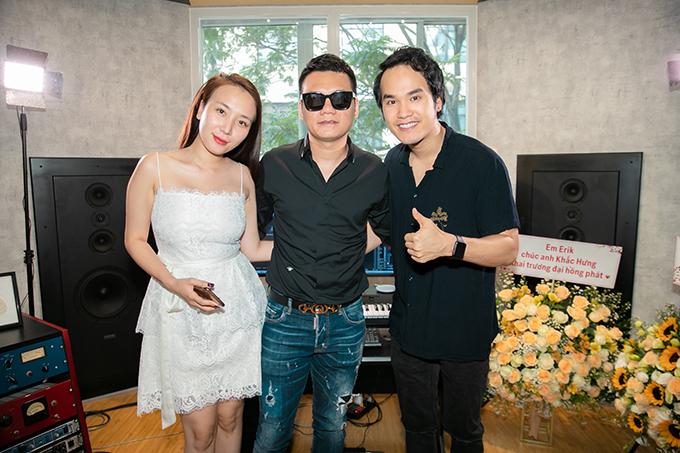 Vợ chồng Khắc Việt - Thanh Thảo chúc mừng Khắc Hưng khai trương phòng thu mới tại Sài Gòn vào tháng 9/2019.
