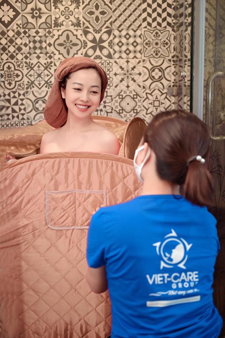 Jennifer Phạm hài lòng với các bước chăm sóc sau sinh của Vietcare.