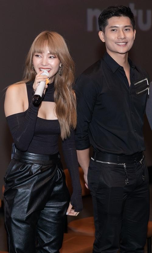 Đóng cặp với Minh Hằng, người mẫu Lâm Bảo Châu có nhiều cảnh thân mật với cô.