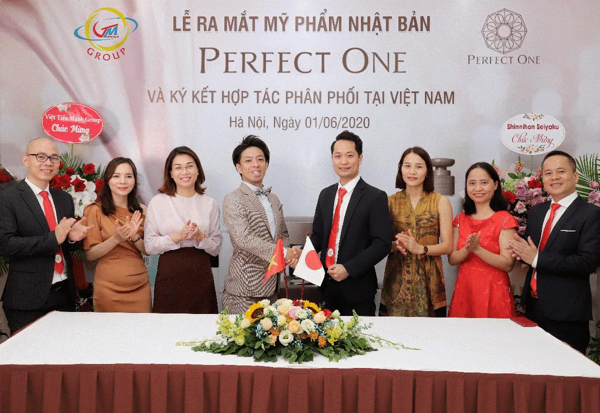 Lễ ra mắt mỹ phẩm Perfect One tại Việt Nam.