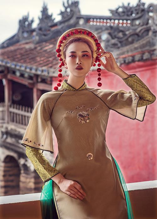 Nhà thiết kế Trần Thiện Khánh chọn Người đẹp Nhân ái kiêm Top 5 Hoa hậu Hoàn vũ Việt Nam 2016 làm mẫu cho bộ sưu tập áo dài lấy cảm hứng từ tín ngưỡng thờ Mẫu, sắp được giới thiệu tại chương trình Áo dài - Di sản văn hoá Việt Nam do Trung ương hội Liên hiệp Phụ nữ Việt Nam tổ chức.