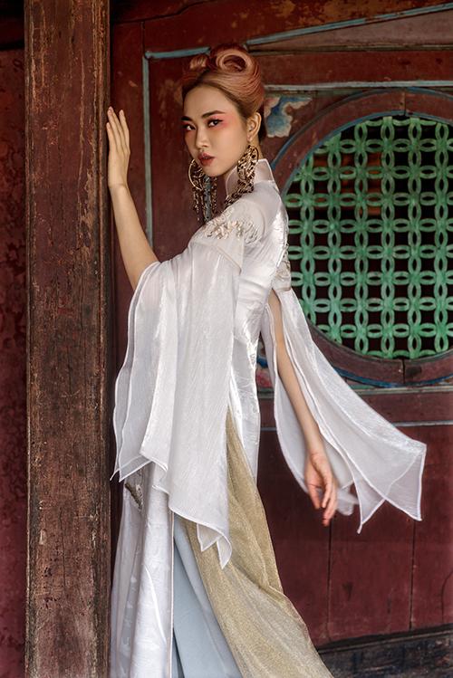 Bộ ảnh được hỗ trợ thực hiện bởi nhiếp ảnh Dương Quốc Mẫn, trang điểm KhánhShyna.