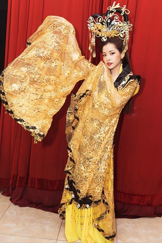 Cung đàn vỡ đôi là sản phẩm âm nhạc đầu tiên của Chi Pu năm 2020. MV có sự tham gia của Ngọc Trinh, Quang Sự và hiện đạt hơn 18 triệu lượt xem.