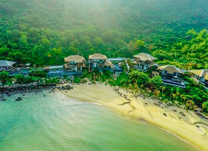 [Caption] In 2019, InterContinental Danang was chosen as the Best Resort in Asia and was ranked number 4th in the list of the Best Resorts in the World by readers of Condé Nast Traveller magazine.It is time we continue this tradition of excellence.Show your support and vote for us at the Condé Nast Traveller 2020 Readers' Choice Awards.
