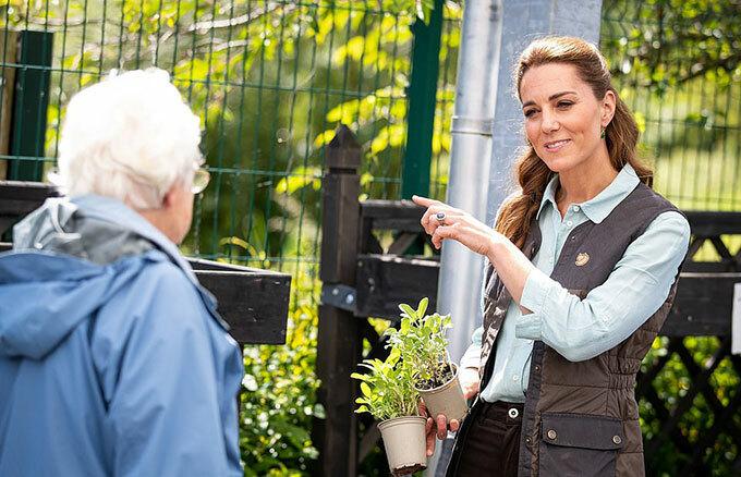 Vài ngày trước, Kate cũng tới thăm vườnFakenham - sự kiện đầu tiên cô tham gia sau thời gian phong toả vì Covid-19.