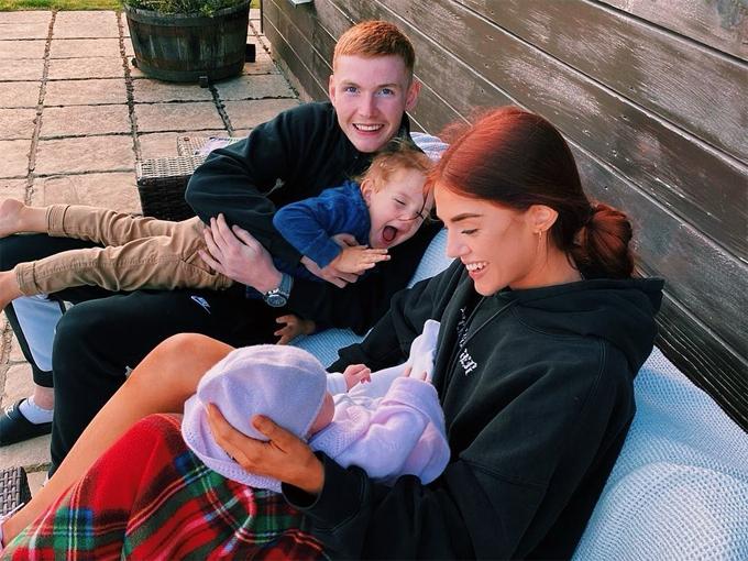 Missy cùng anh trai Jack đến thăm hai em cùng cha khác mẹ.