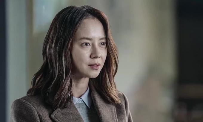 Song Ji Hyo gây ám ảnh trong phim.