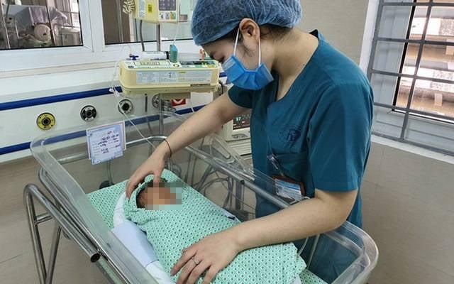 Bé Nguyễn Văn An (tên do bác sĩ đặt) mất sau ba tuần điều trị tại BV Xanh Pôn.
