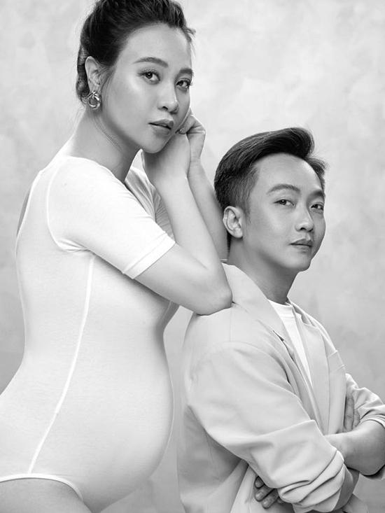 Đàm Thu Trang diện trang phục ôm, khoe bầu lớn bên chồng Cường Đôla.