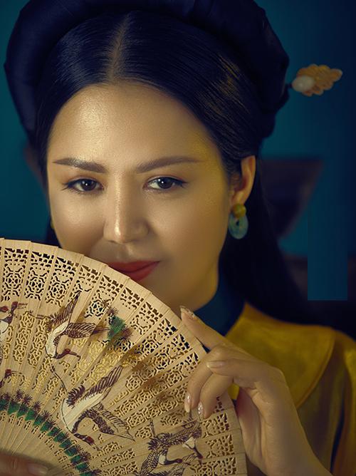 Đinh Hiền Anh trong bộ ảnh do Zim Lục và Thiều Ngọc thực hiện.