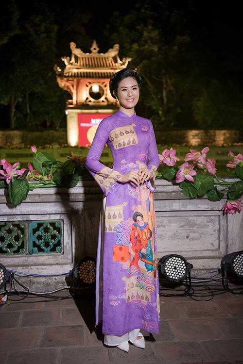 Tại sự kiện  Áo dài – Di sản văn hoá Việt Nam, Ngọc Hân là một trong 21 nhà thiết kế giới thiệu bộ sưu tập để tôn vinh văn hoá các vùng miền của Việt Nam. Người đẹp theo đuổi sự nghiệp thiết kế áo dài từ khi tốt nghiệp thủ khoa trường Mỹ thuật - Công nghiệp Hà Nội.