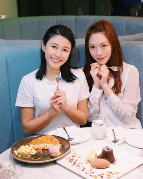 Doanh Doanh (phải) đổ cho Giang Gia Mẫn mời cô dự tiệc, nhưng Giang Gia Mẫn (trái) phủ nhận.