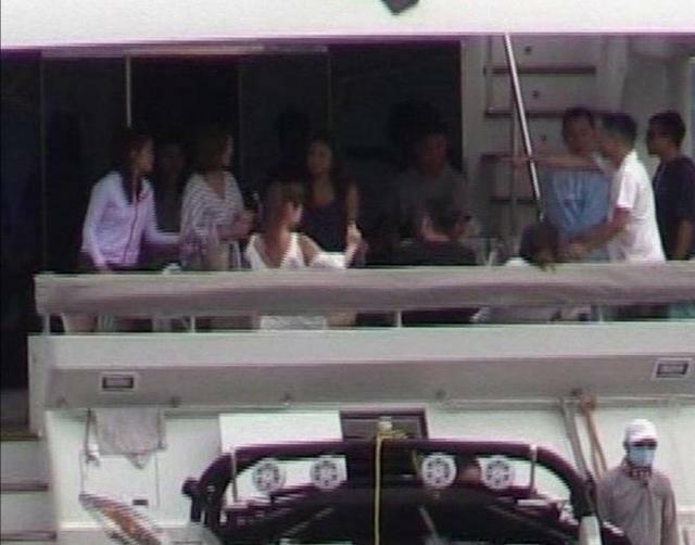 Doanh Doanh và nhiều cô gái đẹp khác lên du thuyền nhà họ Hà hôm cuối tháng 5.