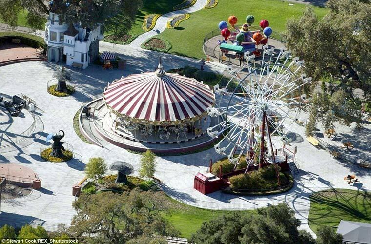 Công viên vui chơi trong điền trang Neverland.