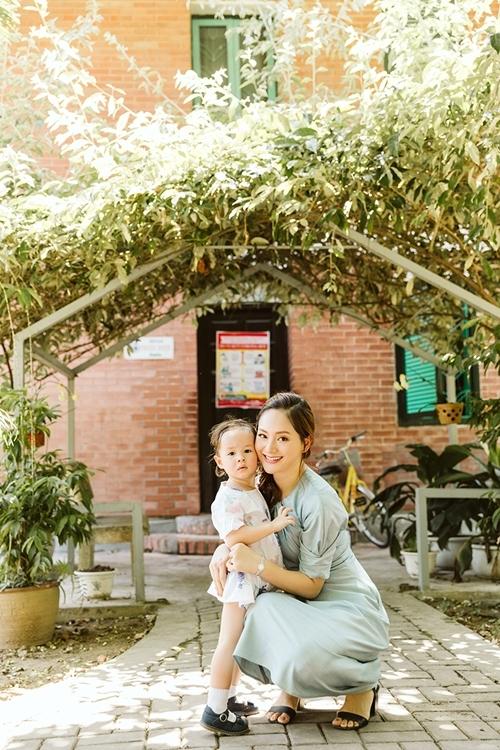 Là một nghệ sĩ, Lan Phương cũng là một người mẹ, người vợ, người phụ nữ của gia đình. Cô coi trọng các hoạt động thiện nguyện để giúp công chúng biết nhiều hơn và hành động thiết thực đối với các hoàn cảnh khó khăn.