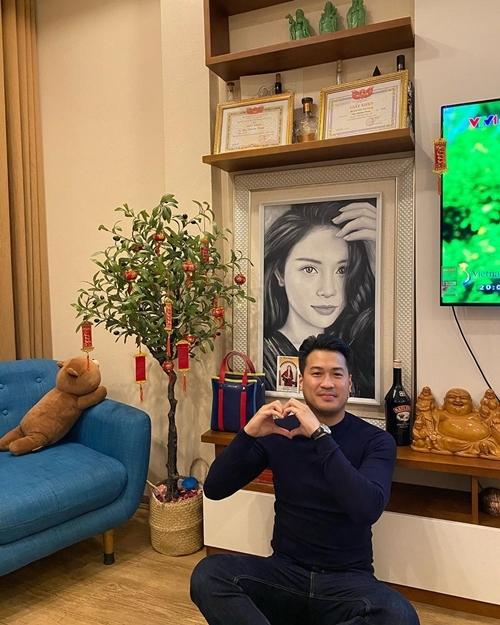 Tháng 10/2019, cặp đôi xác nhận hẹn hò. Linh Rin chia sẻ cuộc sống của cô xáo trộn kể từ khi yêu Phillip Nguyễn.