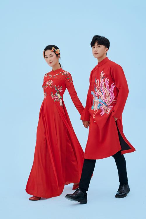 Bên cạnh sự lựa chọn đối lập về tông màu áo, uyên ương có thể chọn màu sắc áo dài đỏ đồng điệu cho ngày vui.