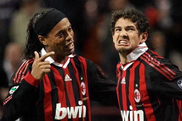 Ronaldinho (trái) và đàn em đồng hương Pato là đồng đội trong màu áo Milan. Ảnh: Sun.