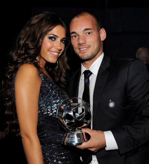 Cựu tuyển thủ Hà Lan và người vợ thứ hai Yolanthe. Ảnh: The Sun.