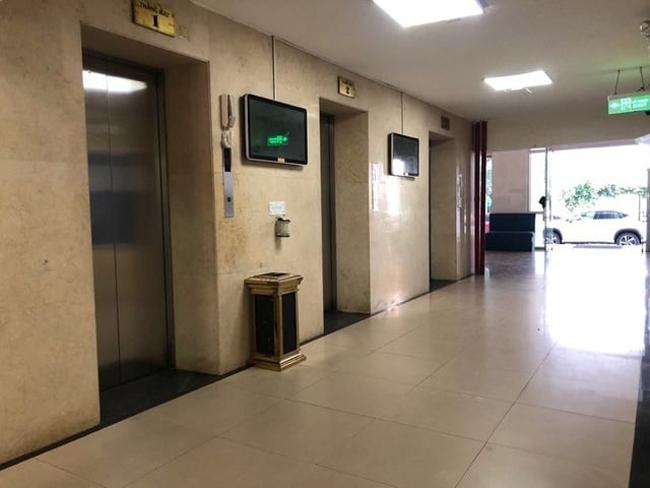 Thang máy tòa chung cư ở Lạc Trung, Hà Nội, nơi xảy ra sự việc.