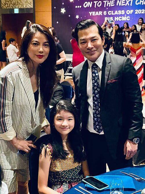 Con gái Trương Ngọc Ánh đang theo học trường quốc tế với mức học phí gần 550 triệu đồng mỗi năm. Hôm 19/6 vừa qua, cả Trần Bảo Sơn và vợ cũ cùng đến tham dự tiệc mừng ngày con gái kết thúc lớp 6.