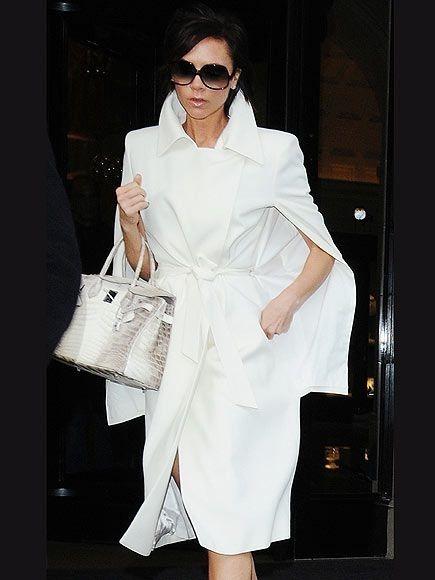 Victoria Beckham sở hữu một chiếc túi Birkin Hermès da cá sấu bạch tạng. Ảnh: News.